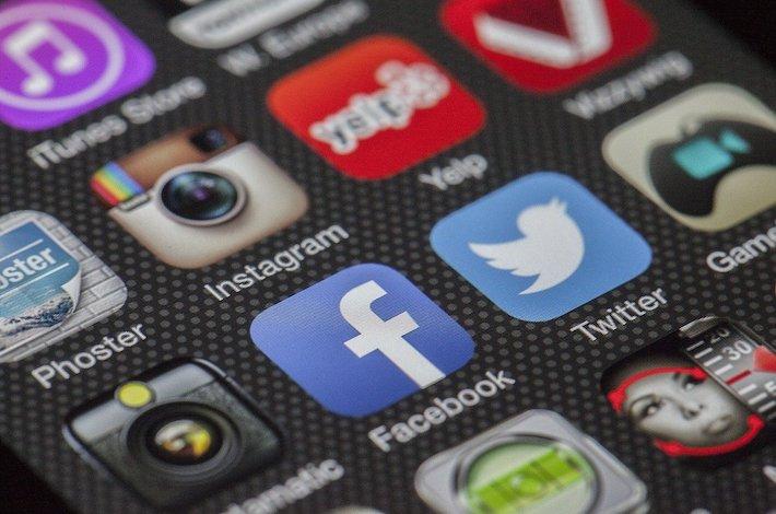 Antivaxeri utekajú pred pravidlami na Instagram, kde však Facebook tiež nestíha