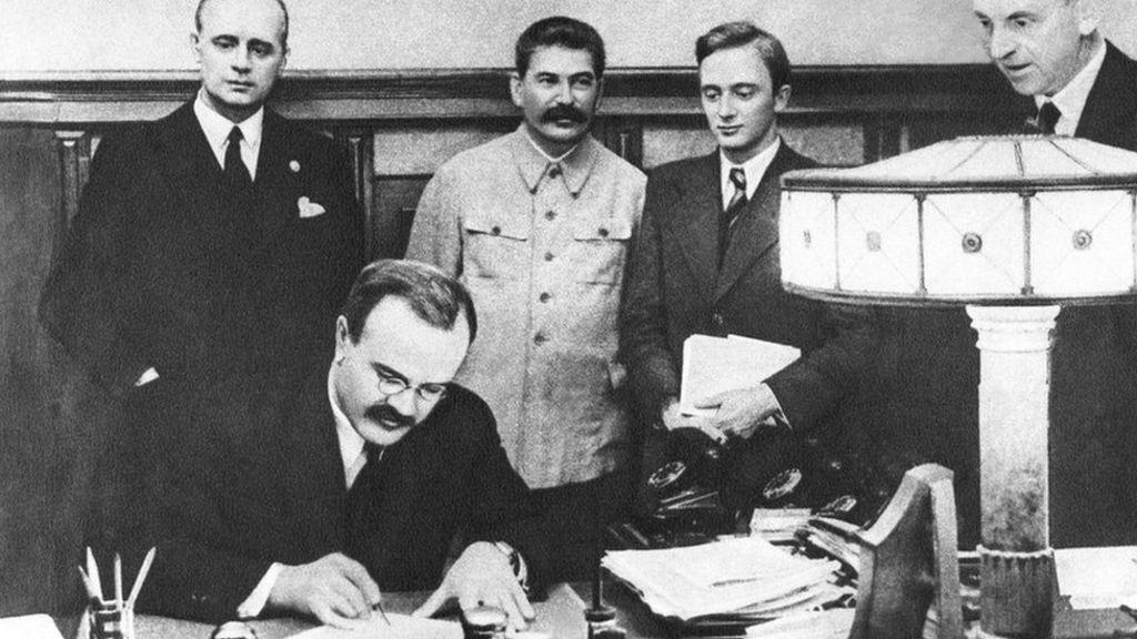Ako Hlavné správy prepisujú históriu po vzore Ruska