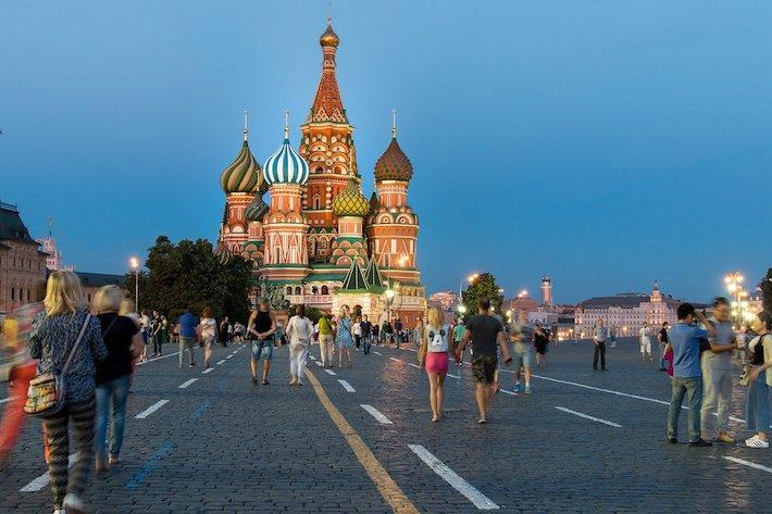Rusko platí novinárov na voľnej nohe, aby šírili dezinformácie